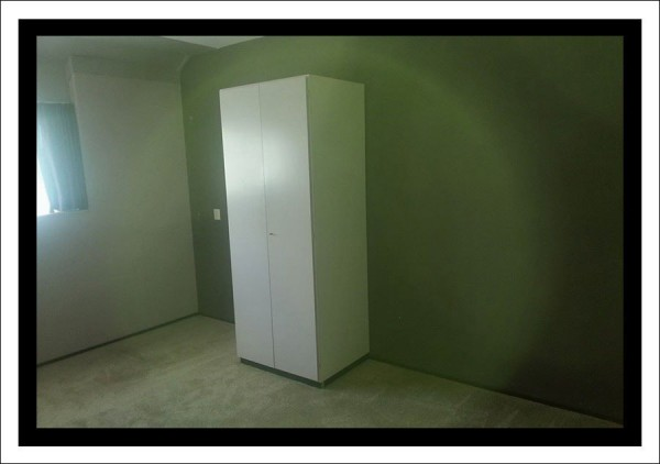 ooooh zo zag een slaapkamer eruit?! Niet voor te stellen dat dit kamertje vol stellingkasten en een inpaktafel stond hahaha