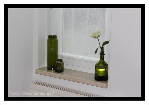 Vitrage gemaakt in keuken bedrijfsgedeelte. En gisteren wat leuke groene glazen potjes gekocht. Staat wel leuk, toch?